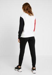 Nike Sportswear - CREW FT HBR - Sweatshirt - white/university red/black - 2