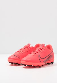 Nike Performance - MERCURIAL JR VAPOR 13 CLUB FG/MG UNISEX - Moulded stud football boots - laser crimson/black - 3