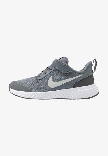 REVOLUTION 5 UNISEX - Neutral running shoes - cool grey/pure platinum/dark grey