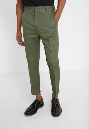 CLASSIC SADDLE PANT CROPPED - Broek - army