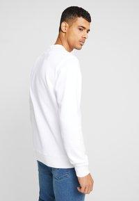Levi's® - GRAPHIC CREW - Sweatshirt - white - 2