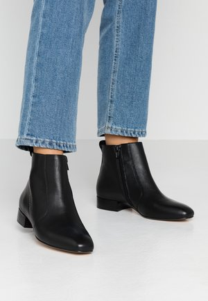 LEATHER CLASSIC ANKLE BOOT - Støvletter - black