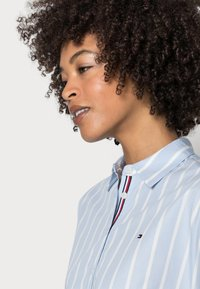 Tommy Hilfiger - STRIPE RELAXED SHIRT - Button-down blouse - blue - 4