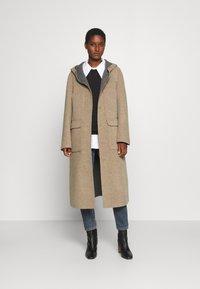 Oakwood - ARIZONA REVERSIBLE - Zimní kabát - beige/grey - 1