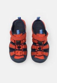 Finkid - PELTO UNISEX - Chodecké sandály - chili/navy - 3