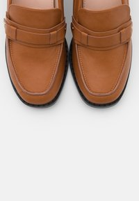 RAID - SKYLAH - Escarpins à talons hauts - brown - 5
