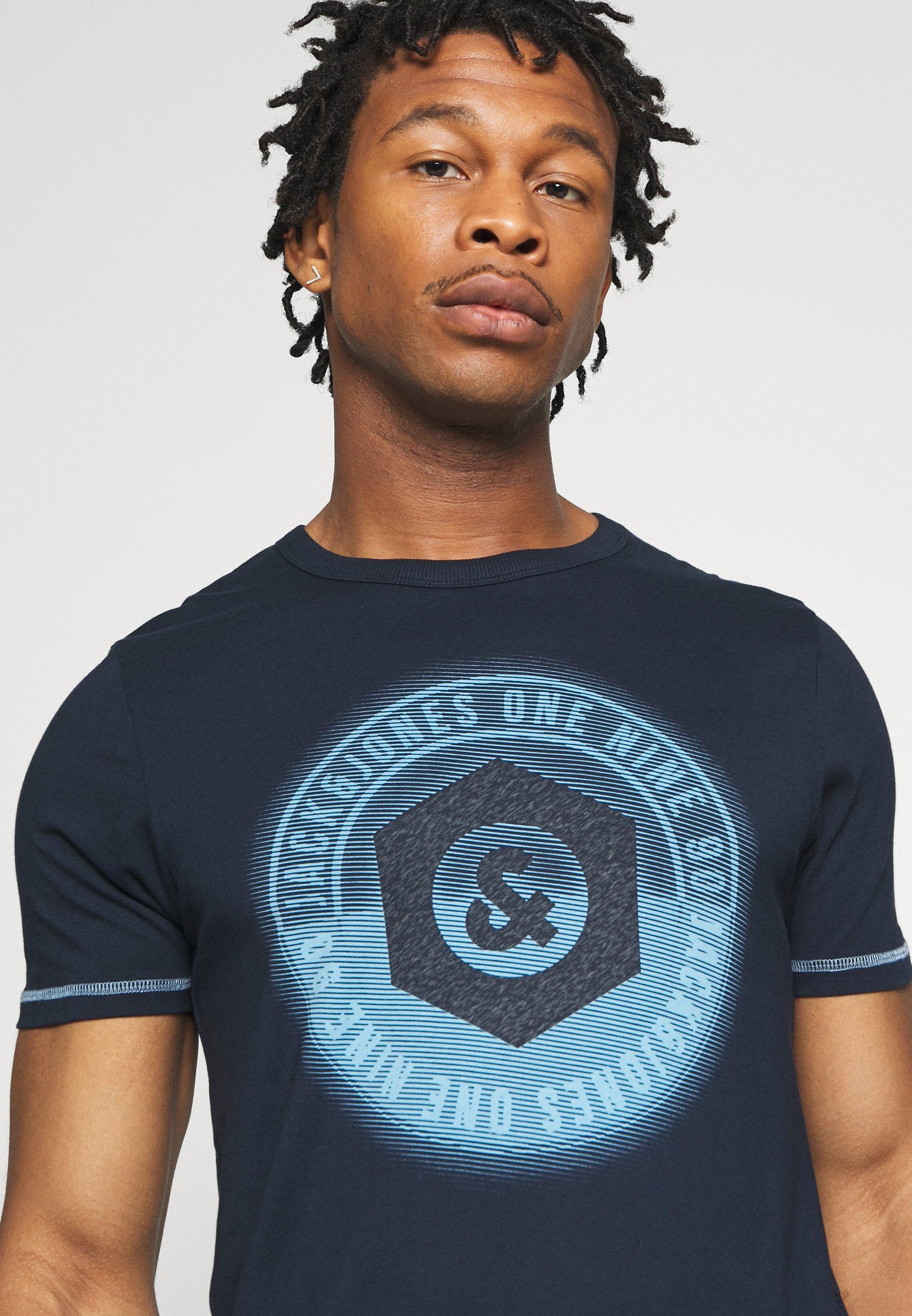 Jack & Jones JCOLOGO-UNIVERSE TEE CREW NECK - Print T-shirt - dark blue ecTEM