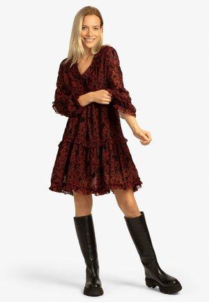 Jersey dress - schwarz-rot