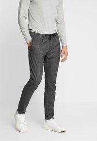 TOM TAILOR DENIM - JOGGER - Trousers - grey - 0