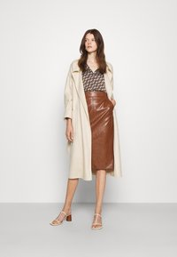 Marella - BARBIAN - Pouzdrová sukně - cuoio - 1