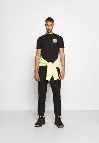 Santa Cruz - SLIMEBALLS UNISEX - Print T-shirt - black - 1