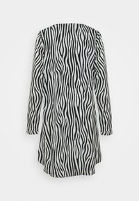Missguided Tall - BUTTON THRU SMOCK DRESS ZEBRA - Day dress - black - 1
