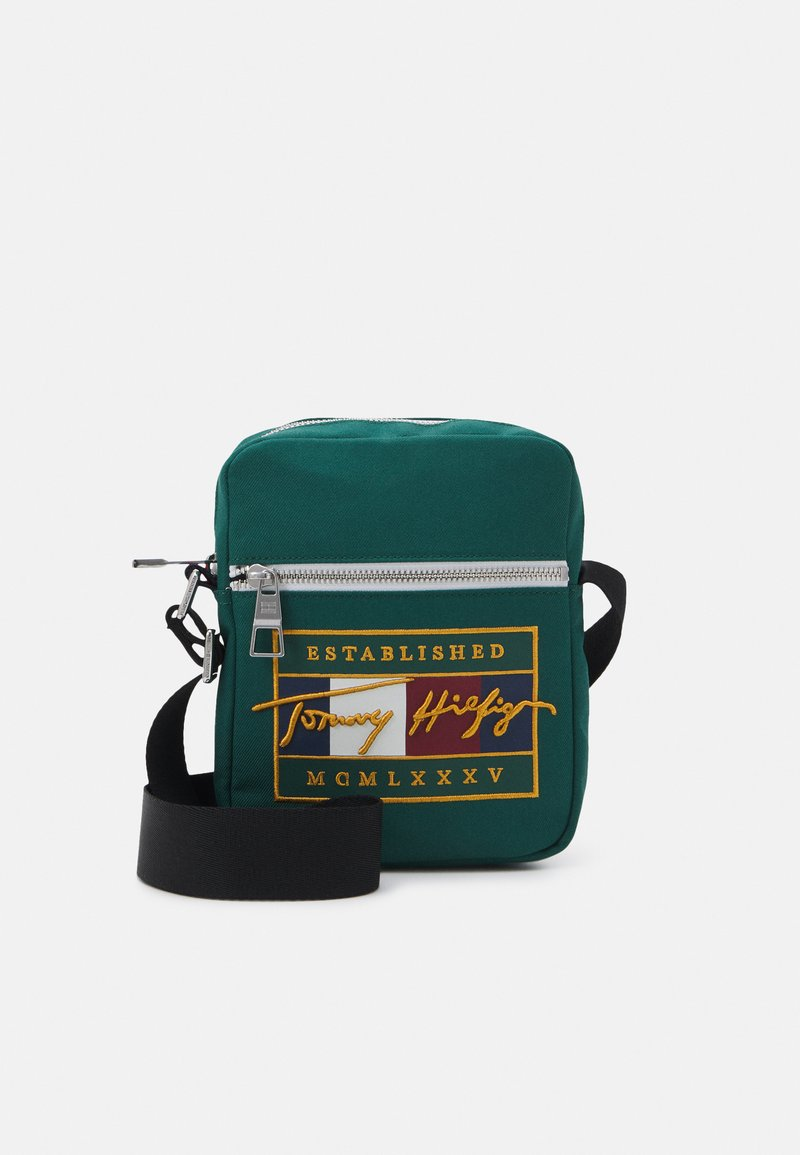 Tommy Hilfiger - SIGNATURE FLAG MINI REPORTER UNISEX - Taška spříčným popruhem - green