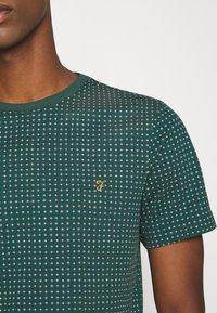 Farah - HOLBROOKS TEE - Print T-shirt - emerald green - 5