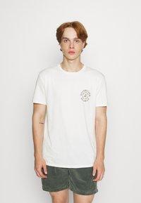 Quiksilver - CAUTIONARY TALE - Print T-shirt - antique white - 0