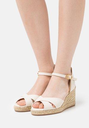 MIRELA - Sandály na platformě - natural