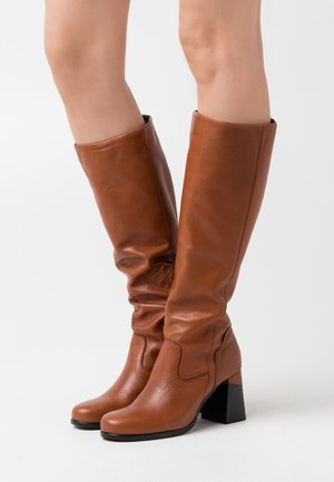 Boots - twister almond