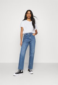 Gina Tricot - SAL - Basic T-shirt - white - 1