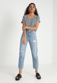 ONLY - ONLFIRST  - Blusa - cloud dancer/prince of wales - 1