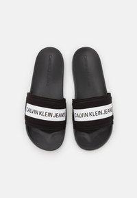 Calvin Klein Jeans - SLIDE TAPE - Matalakantaiset pistokkaat - black - 3