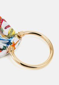 Versace - FOULARD BRACELET  - Náramek - bianco/multicolor/gold-coloured - 1