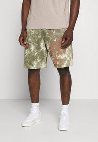 Nike Sportswear - Shorts - medium olive/medium olive/(white) - 0