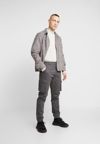 Only & Sons - ONSCAM STAGE CUFF - Cargo trousers - grey pinstripe - 1