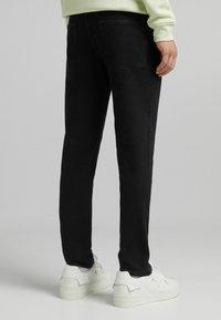 Bershka - SLIM - Slim fit jeans - off-white - 2