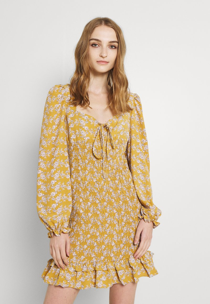 Glamorous - PUFF LONG SLEEVE SMOCKED MINI DRESS - Day dress - ochre