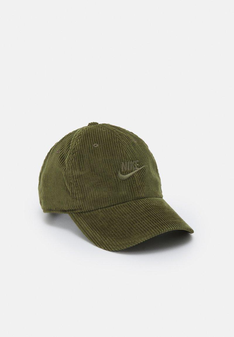 Nike Sportswear - FUTURA UNISEX - Lippalakki - rough green