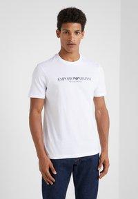 Emporio Armani - EAGLE BRAND - T-shirt med print - bianco ottico - 0