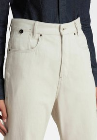 G-Star - C-STAQ 3D BOYFRIEND CROPPED - Relaxed fit jeans - ecru - 2