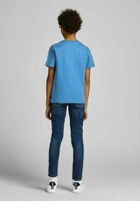 Jack & Jones Junior - T-shirt med print - deep water - 2