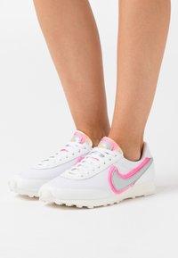 Nike Sportswear - DAYBREAK - Sneaker low - white/atomic pink/university gold - 0