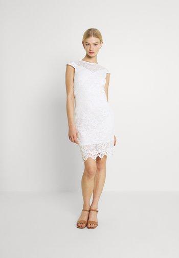VIEDELLE CAPSLEEVE DRESS - Shift dress - snow white