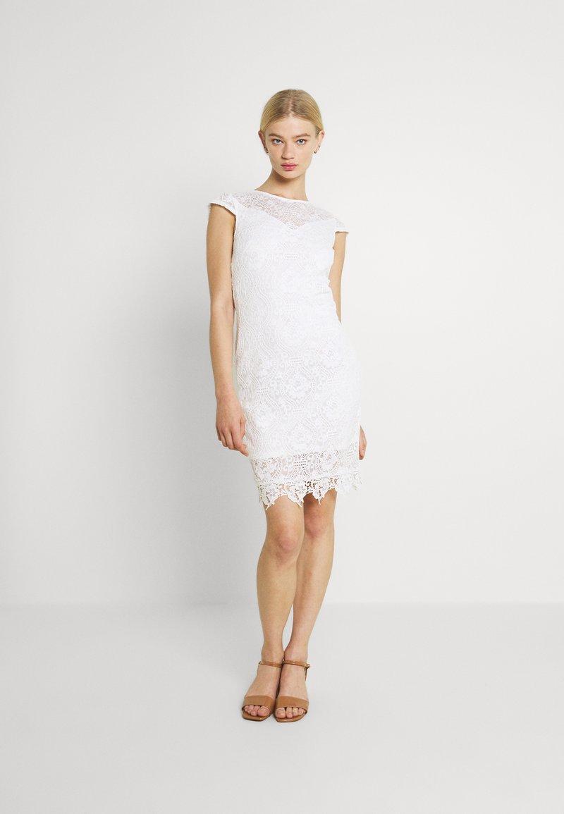 Vila - VIEDELLE CAPSLEEVE DRESS - Pouzdrové šaty - snow white