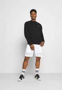 Hollister Co. - EXPLODED ICON - Shorts - white/black icon - 1