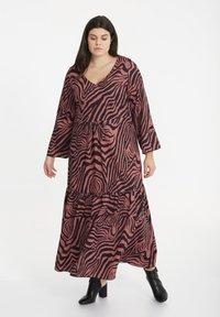 SPG Woman - Maxi dress - raspberry rose - 0