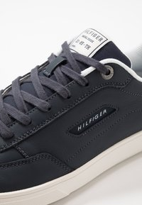 Tommy Hilfiger - ESSENTIAL COURT - Sneakers - blue - 6