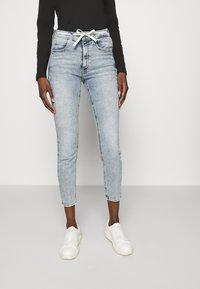 Calvin Klein Jeans - HIGH RISE - Skinny džíny - denim light - 0