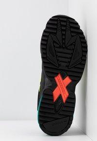 adidas Originals - YUNG-1 TRAIL - Sneakers - core black/solar yellow/aqua - 4