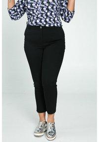 Paprika - Trousers - black - 0