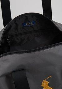 Polo Ralph Lauren - Sportovní taška - dark metal - 4