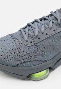 Nike Sportswear - AIR ZOOM TYPE UNISEX - Sneakers basse - smoke grey/dark grey/volt/black - 5
