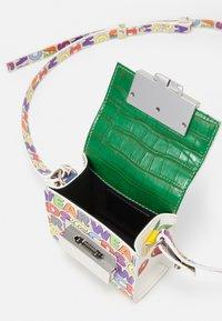 GCDS - CUBE BAG UNISEX - Sac bandoulière - multicolor - 3
