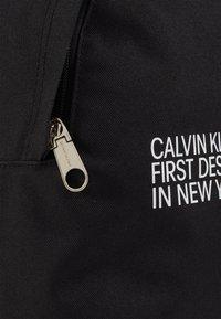 Calvin Klein Jeans - ROUND - Batoh - black - 2