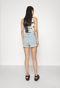 Cotton On - HIGH RISE CLASSIC STRETCH - Shorts di jeans - light blue denim - 2