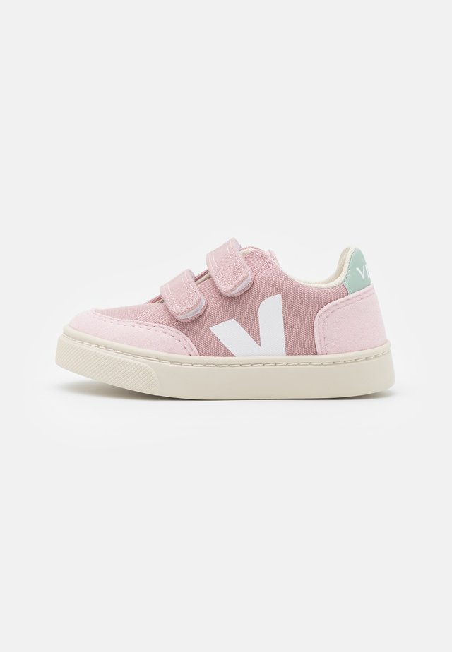 SMALL V-12 - Sneaker low - babe/white/matcha
