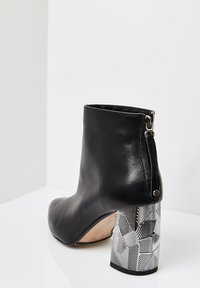 RISA - Ankle boots - schwarz - 2