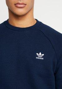 adidas Originals - ESSENTIAL CREW UNISEX - Bluza - collegiate navy - 4